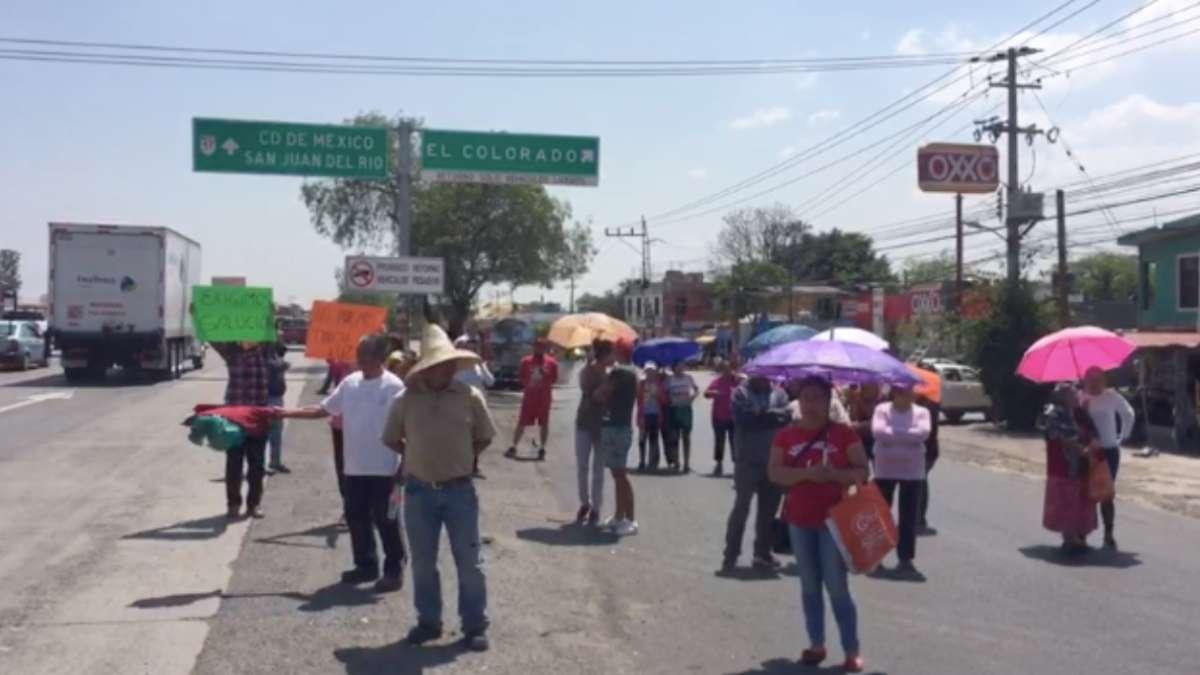 Bloquean autopista México - Querétaro