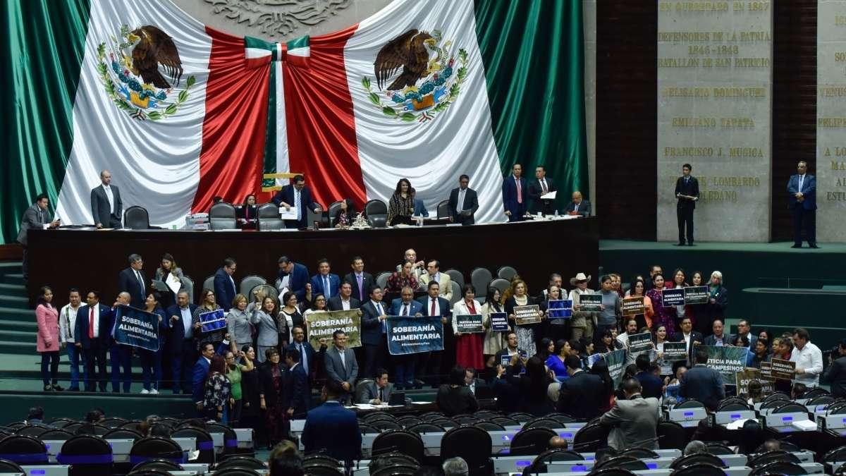 Los diputados aprobaron el proyecto de decreto que establece reformas a las leyes generales de Instituciones y Procedimientos Electorales y Partidos Politicos FOTO: CUARTOSCURO