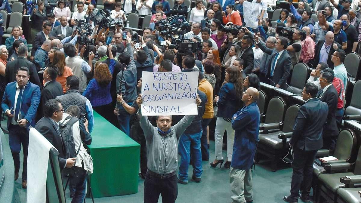 ENOJO. El Pleno de San Lázaro suspendió actividades por la exigencia de los trabajadores. Foto: CUARTOSCURO
