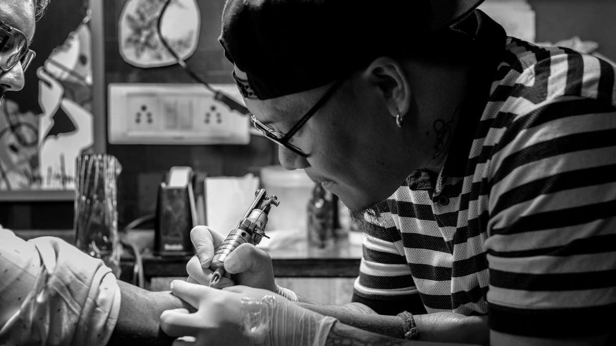 mexicano se tatua coronavirus