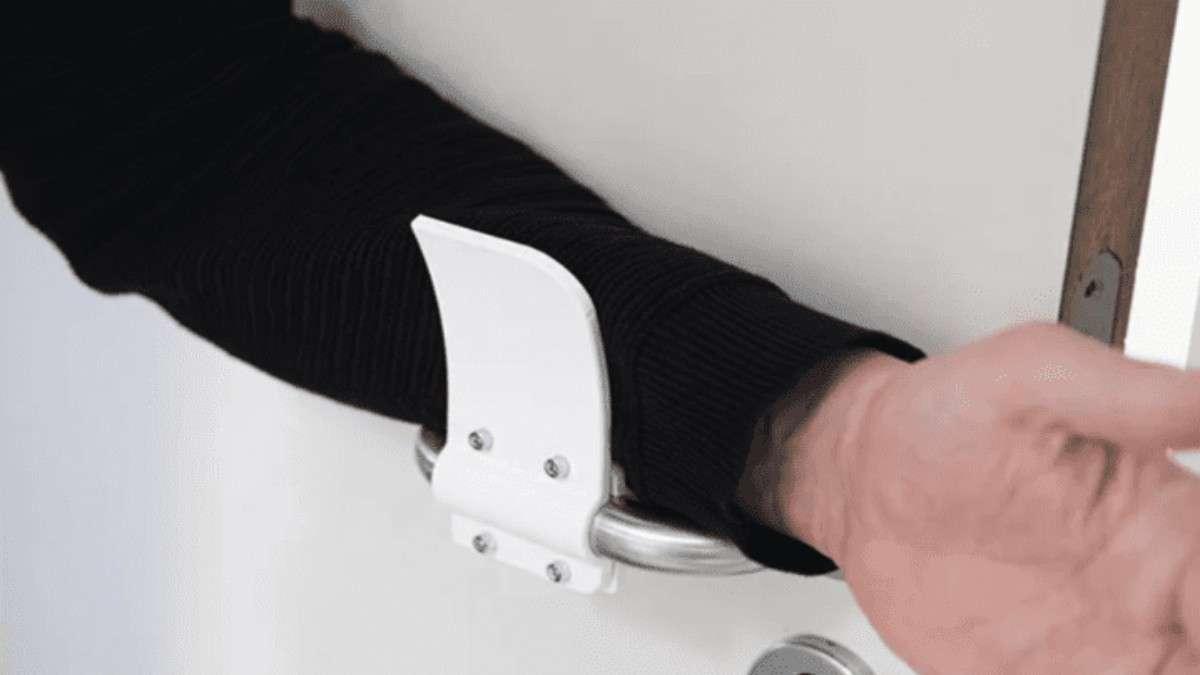 El usuario las instala y el mecanismo busca que la manija jámas tenga contacto con las manos. Foto: Especial