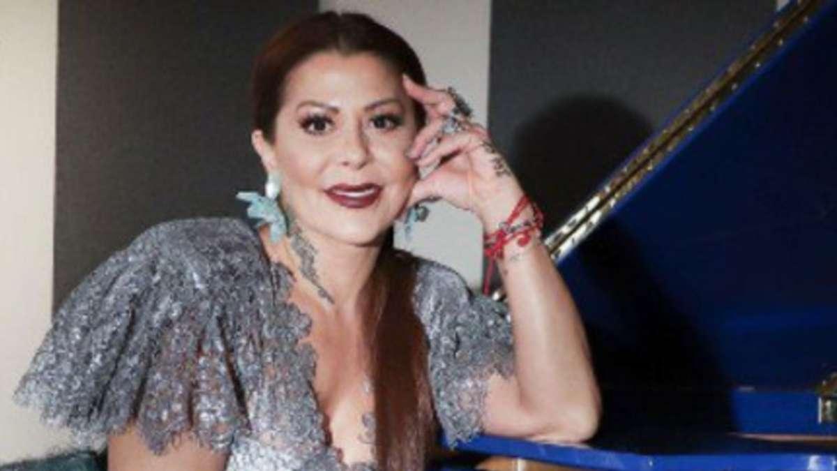 VIDEO_VIRAL_Senoras_rompen_en_Tik_Tok_interpretando_tema_Alejandra_Guzman