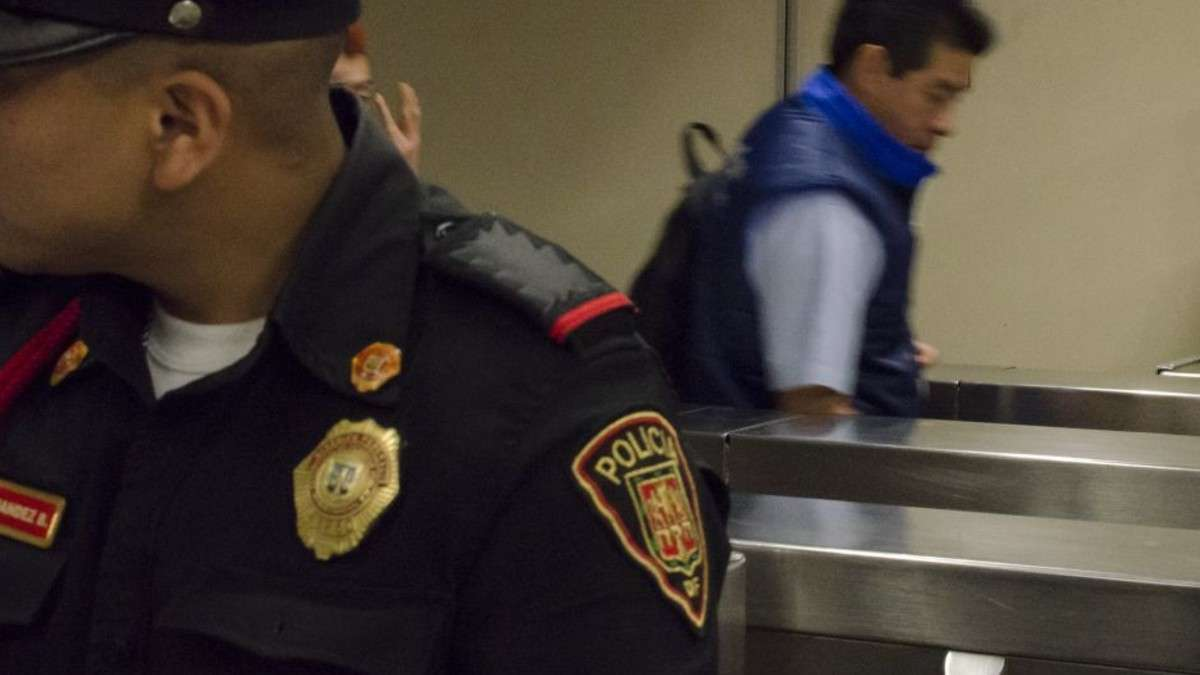 policia-metro-boletos-detenido-polanco-delito