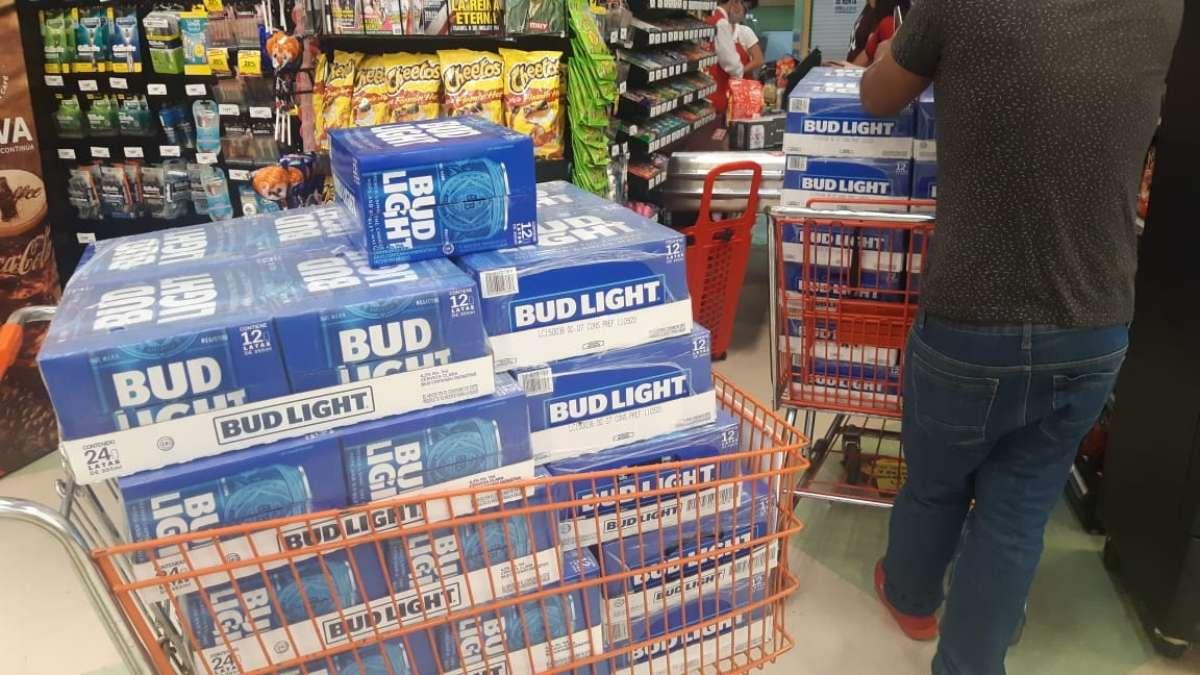 negó que exista una prohibición a la venta de alcohol. Foto: Carlos Juárez