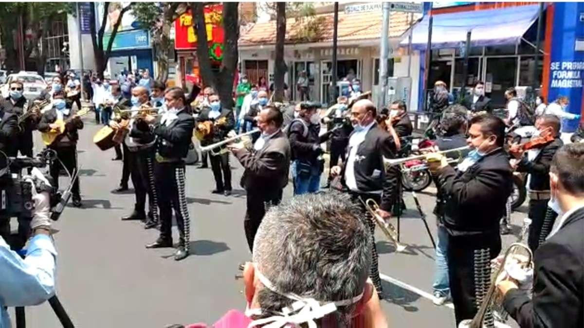 Dedica mariachi serenata a pacientes de Covid-19 y personal del ...