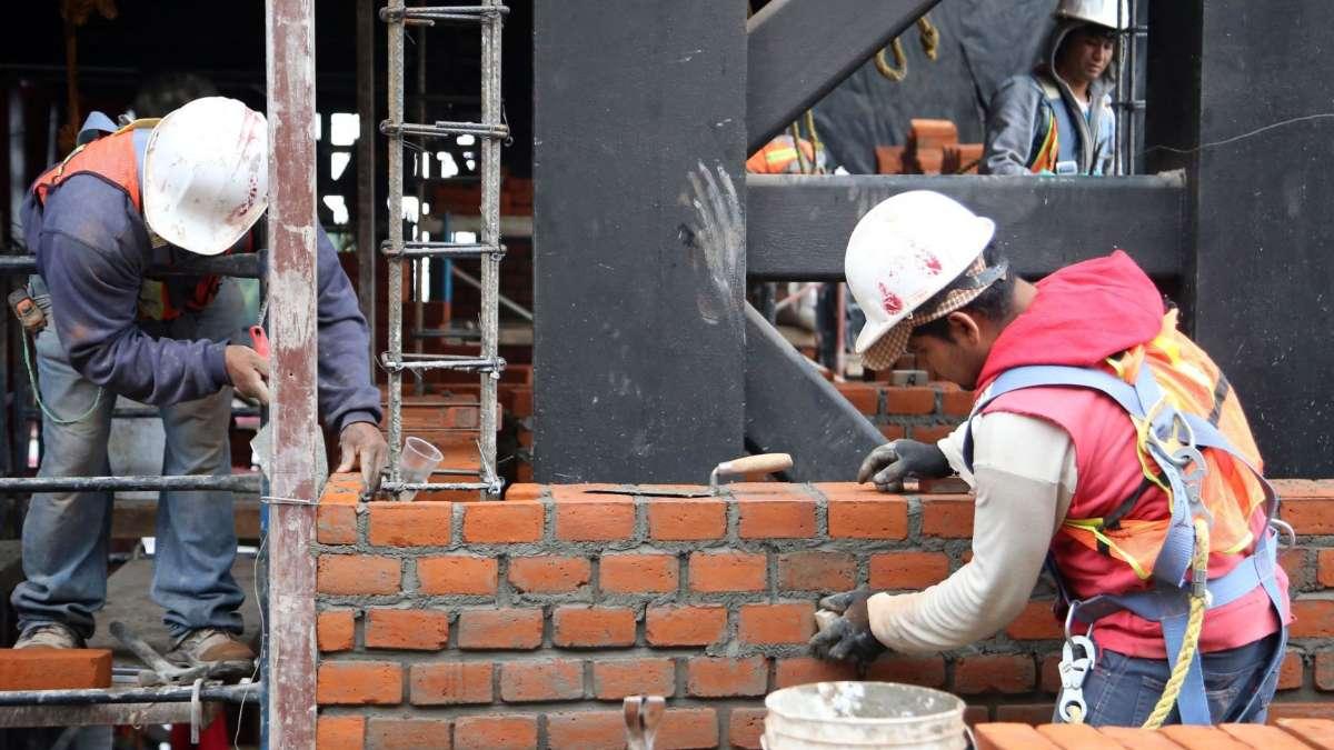 Los trabajadores seran los mas afectados por el alto a la industria de la construccion