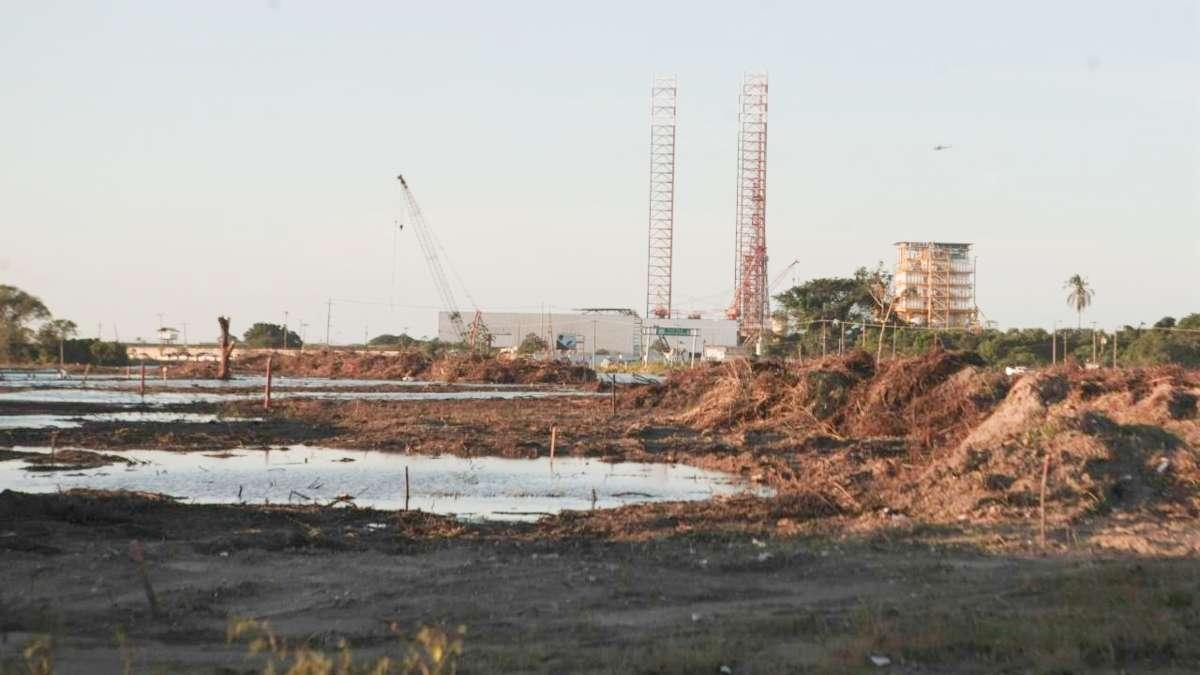 Inmediaciones del puerto marítimo Dos Bocas, donde se lleva acabo trabajos para la construcción de la nueva refinería. Foto: Cuartoscuro