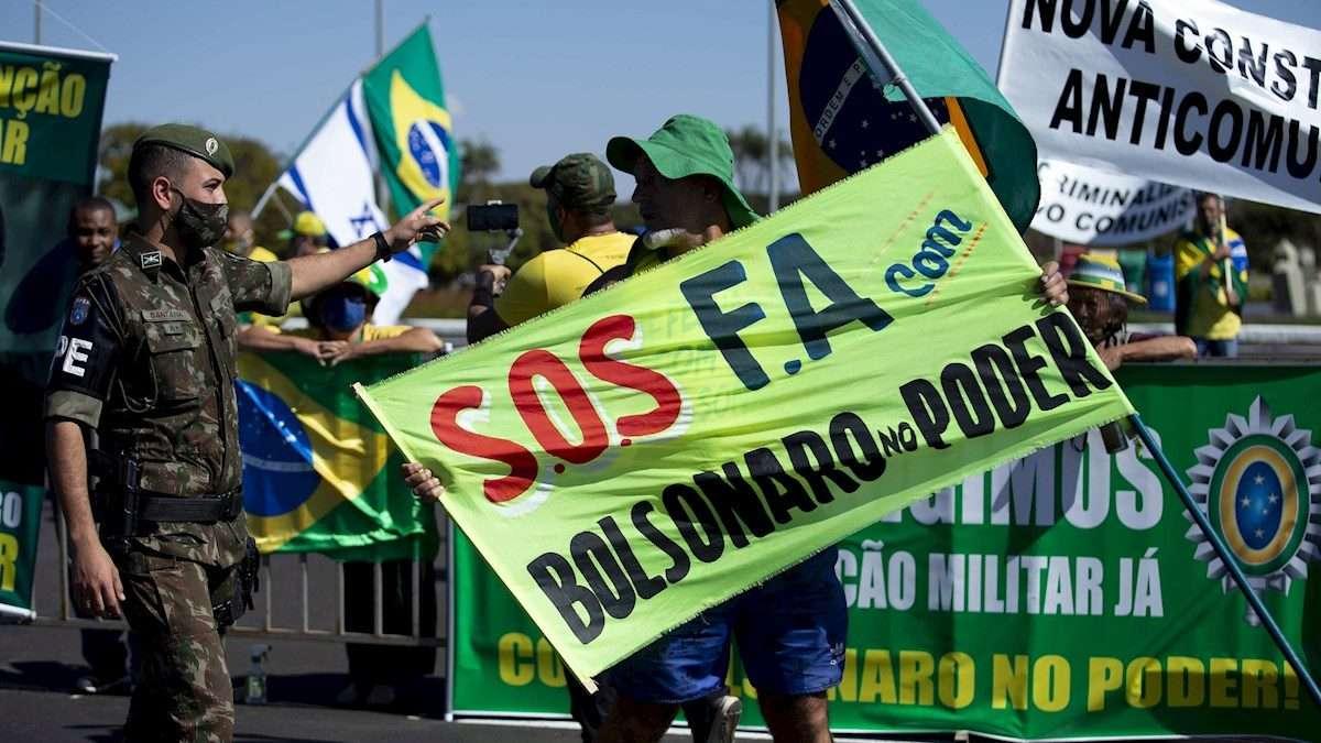 LUCHA. Simpatizantes del mandatario mostraron su apoyo con marcha en Brasilia. Foto: EFE