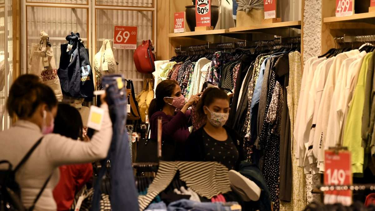 Las tiendas departamentales registraron una caída de 70 por ciento. Foto: Leslie Pérez