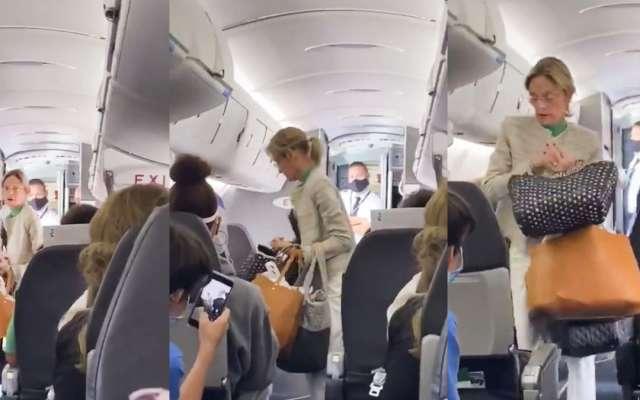 Los pasajeros captaron en video el momento en el cual la señora no porta el cubrebocas y es bajada por el personal la aerolínea. Foto: Captura de pantalla @notcapnamerica