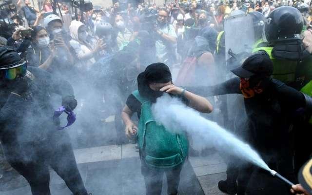 marcha feminista cdmx aborto mujeres policias heridos colectivo ola verde