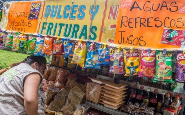 Morena va por prohibir venta de comida chatarra y refrescos a menores en todo MÉXICO