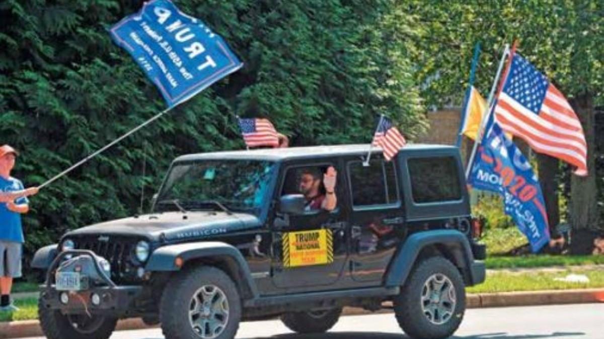 VIRGINIA. Partidarios de Trump salieron ayer a las calles para manifestar su apoyo al Presidente. Foto: EFE.