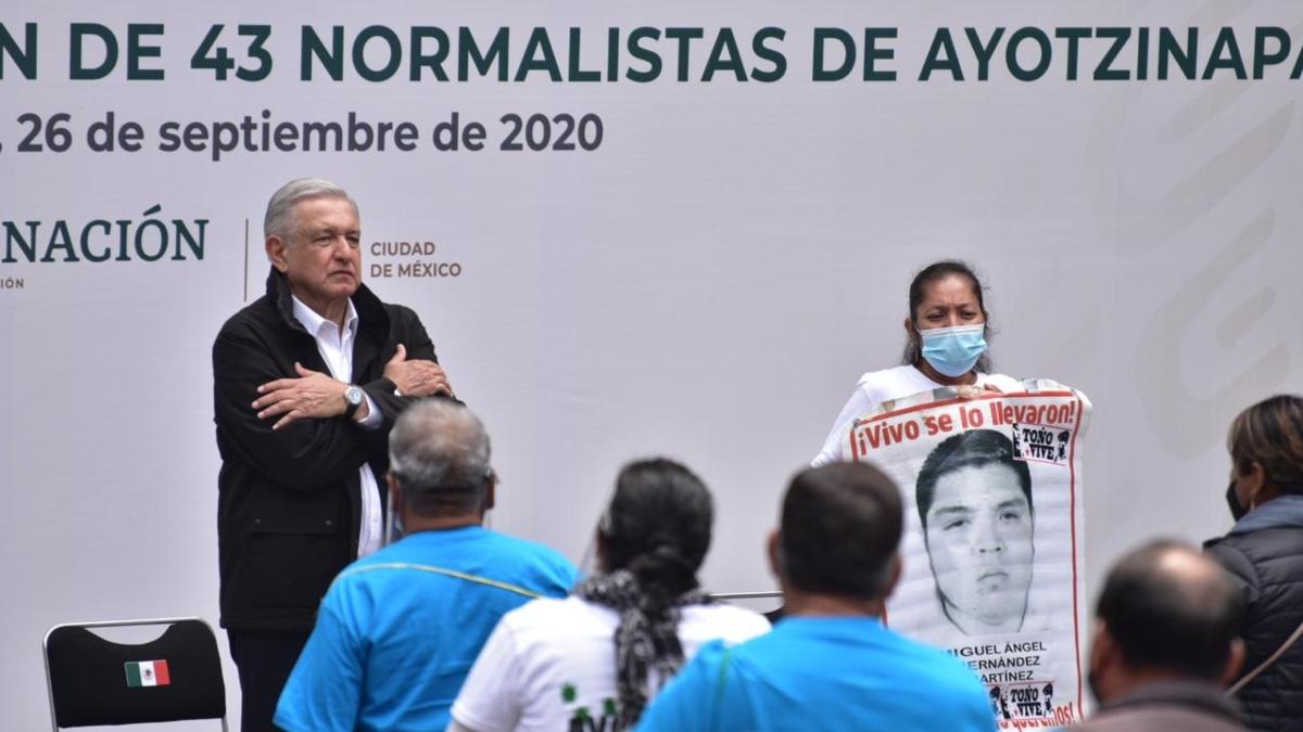 El presidente rindio un informe frente a los padres de los normalistas FOTO: Daniel Ojeda