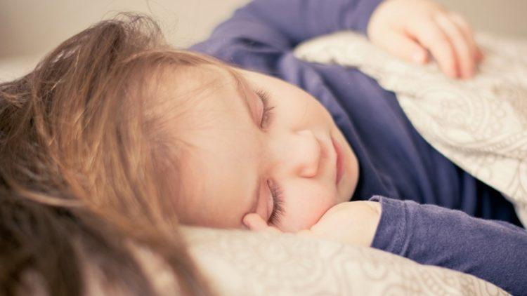 niña dormir sueño ok