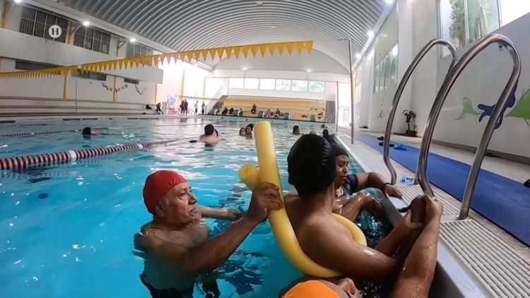 Discapacidad intelectural terapia natación Noticias de la noche
