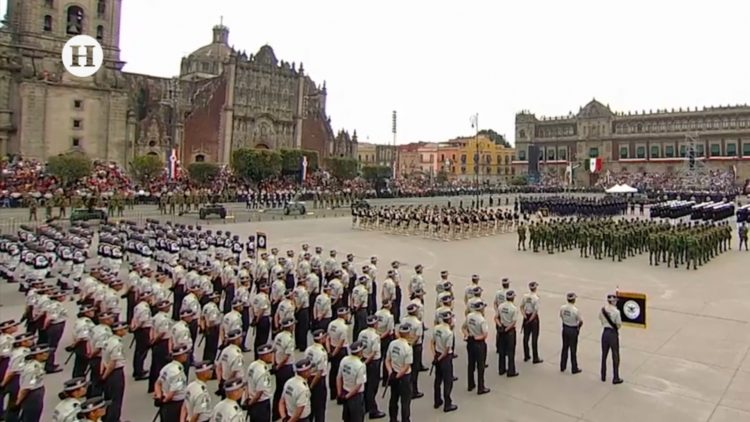 primer desfile militar de AMLO