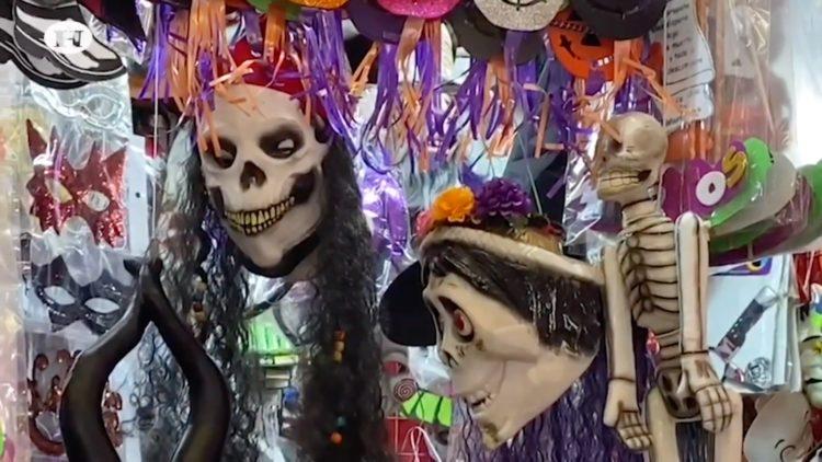 Mundo de disfraces para Halloween en Mercado de Sonora