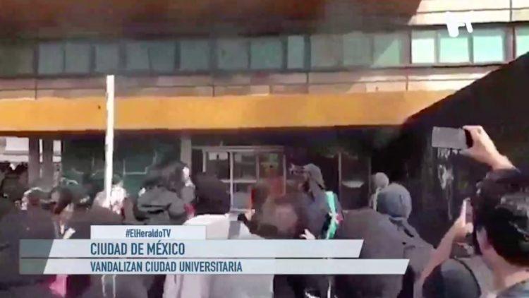 Vandalizan la UNAM