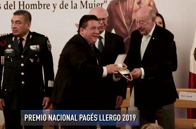 Recibe Jesús Martín Mendoza Premio Nacional Nacional Pagés Llergo