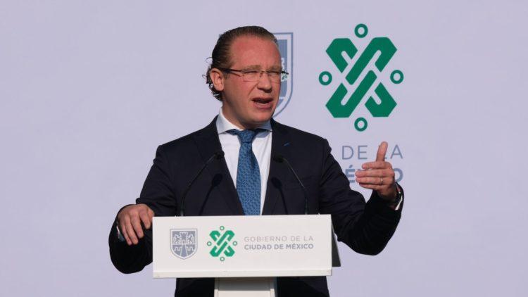Santiago Taboada anuncia apoyos a microempresarios en la Benito Juarez